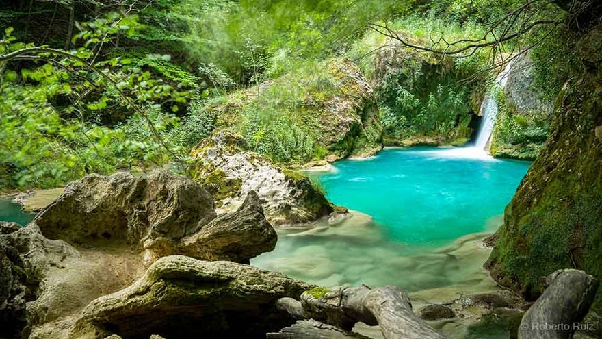 Una visita al Nacedero del Urederra, el río de colores imposibles