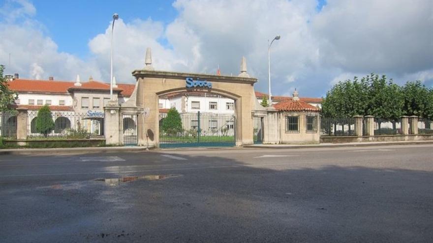 Entrada a la fábrica de Sniace en Torrelavega