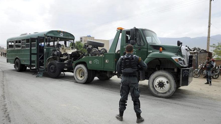El líder talibán habla de política pero mantiene la lucha contra los extranjeros