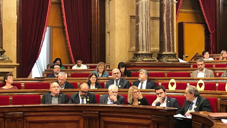 El Gobierno estudia recurrir al TC la resolución del Parlament que reprueba al Rey