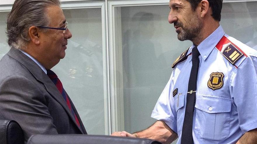 López pide lealtad y garantiza que mantendrá la normalidad en los Mossos