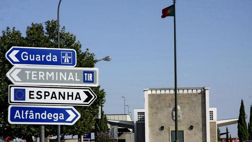 """Portugal mueve ficha para """"atrapar"""" al camionero que reposta en la frontera"""