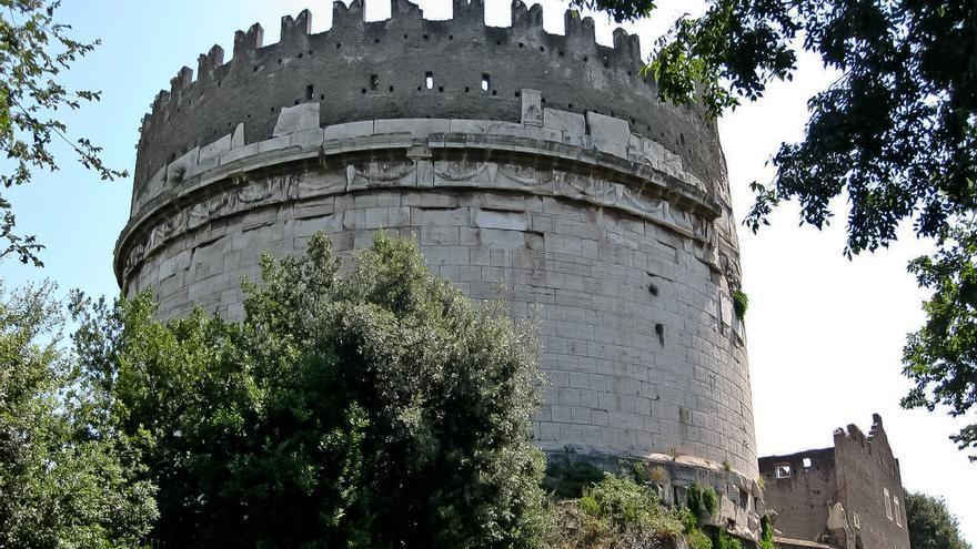 Mausoleo de Cecilia Metella, icono de la arquitectura funeraria de la Vía Appia.