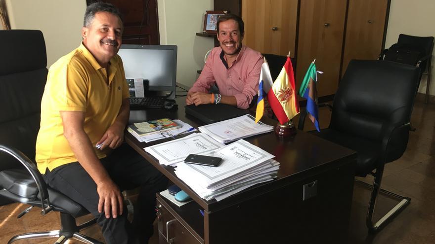 Vicente Rodríguez, alcalde de Puntagorda, y Mariano Hernández Zapata, senador por La Palma.