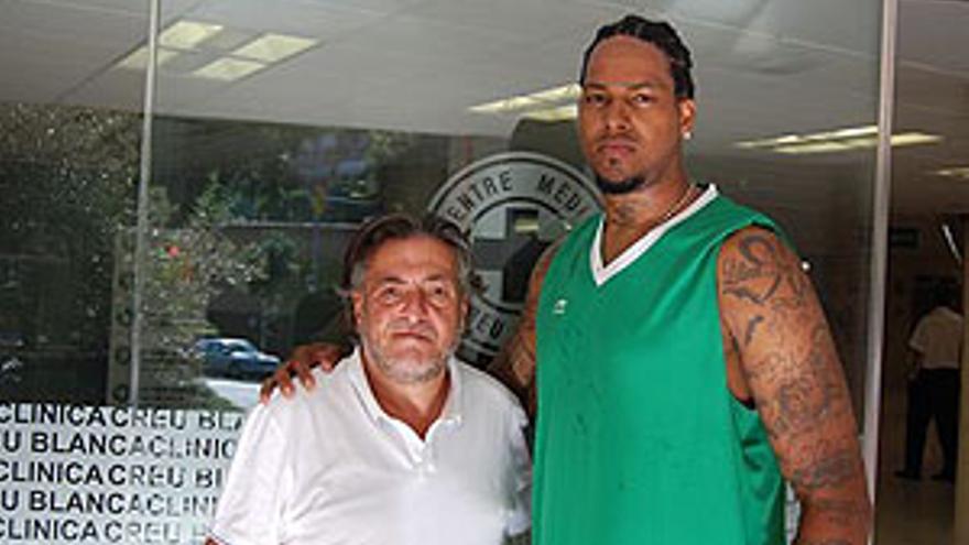 Will McDonald, junto al que será su entrenador en el DKV Joventut: 'Pepu' Hernández. (DKV JOVENTUT)