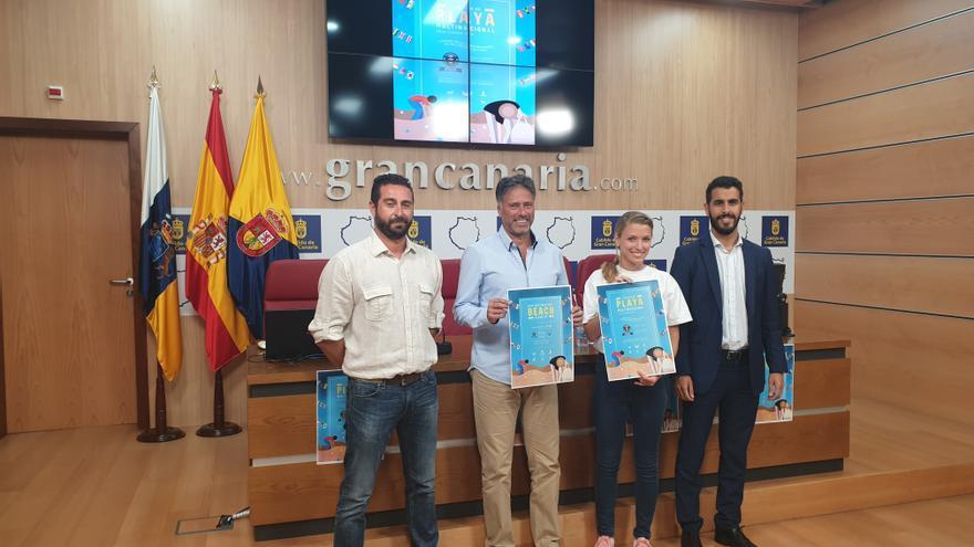 El consejero de Medio Ambiente del Cabildo de Gran Canaria, Miguel Ángel Rodríguez presenta la iniciativa para limpiar las playas de la isla.
