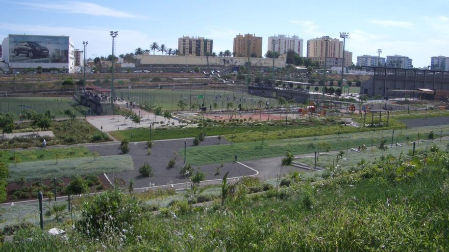 Campos de fútbol en el barranco de La Ballena. Foto Alavisan.
