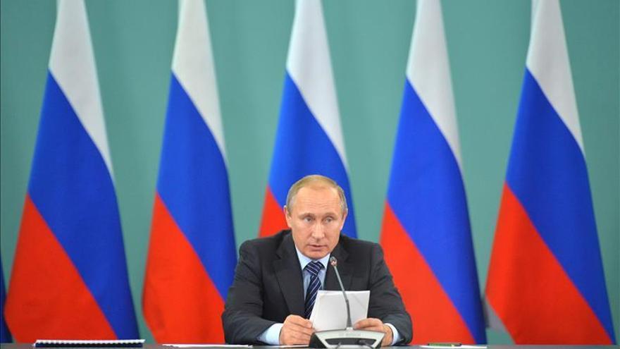 """Putin condena """"los asesinatos inhumanos"""" de París"""
