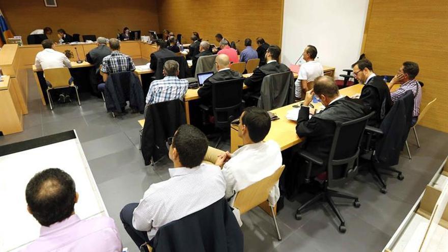 La Audiencia de Las Palmas continúa con el juicio ante Jurado contra diez guardias civiles acusados de cobrar sobornos. EFE/Elvira urquijo A.