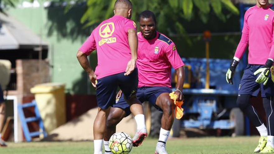 Wakaso y El Zhar durante la sesión de entrenamiento. (udlaspalmas.es).