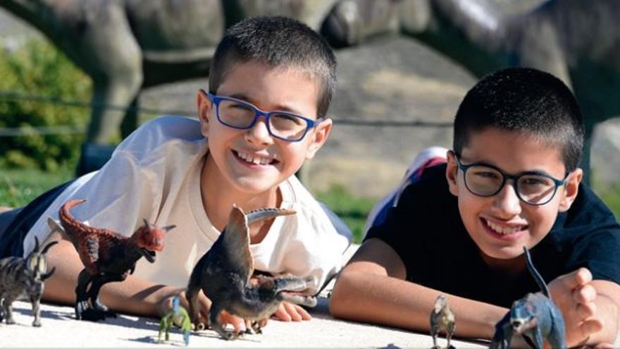 El juego de mesa de dos niños conquenses apasionados de los dinosaurios