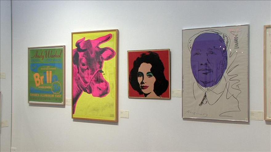 Ladrón de guante blanco da el cambiazo a nueve obras de Warhol en Los Ángeles