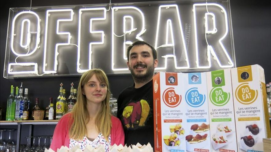 Dos jóvenes diseñadores belgas crean la primera vajilla comestible