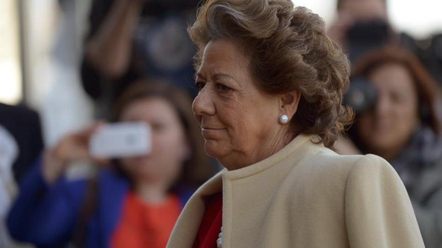 Feijóo comparte que Barberá haya pedido la baja del PP porque le importa España