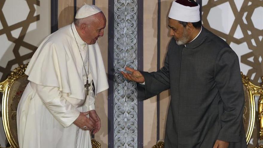 """El Papa pide ante líderes musulmanes un """"no"""" a la violencia en nombre de Dios"""