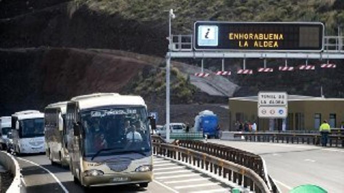 'Enhorabuena La Aldea', escrito en una señal luminosa de carreteras