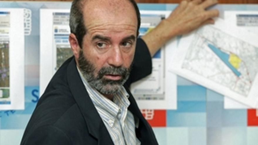 Santiago Pérez.
