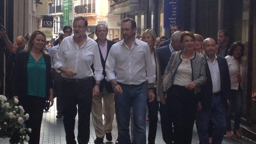 Rajoy muestra su apoyo a los comercios de Palma de Mallorca durante una visita por el centro de la ciudad