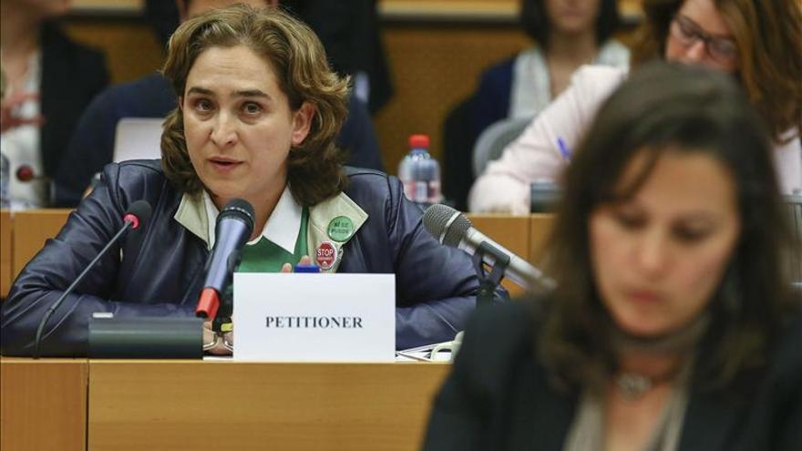 """Colau dice en la Eurocámara que """"el gobierno ayuda a los bancos en vez de a las personas"""""""