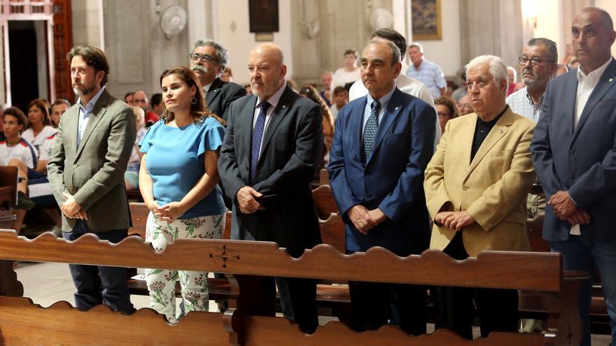 Carlos Alonso, Mari Brito, Miguel Concepción, Francisco Mares y Amid Achi, en una visita a la Basílica de Candelaria.