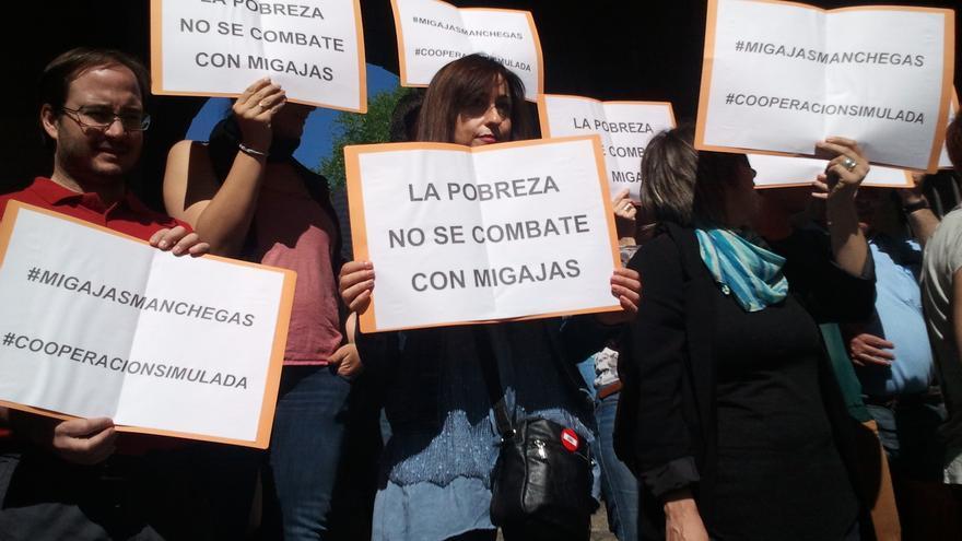 Una protesta contra la caída de la ayuda al desarrollo en Toledo.