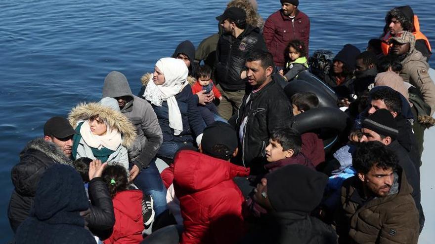 Grecia vuelve a cargar contra refugiados congregados en la frontera turca