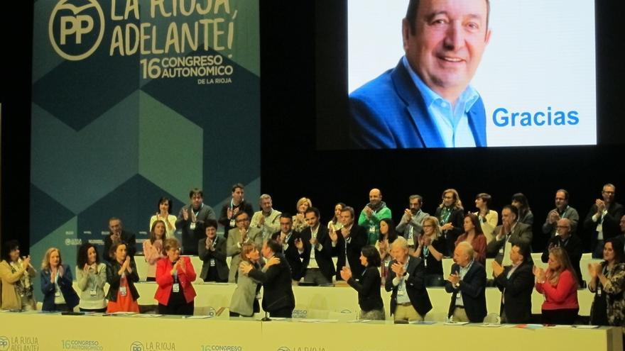 Sanz deja la presidencia del PP de La Rioja tras 24 años pidiendo unidad