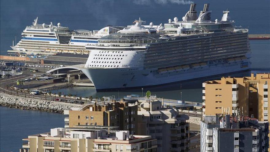 El crucero más grande del mundo se pone a punto en Cádiz