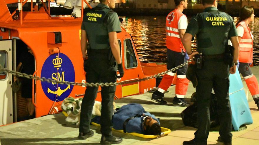 Migrante marroquí rescatado noche 16 julio 2019 tabla surf Ceuta Foto de Antonio Sempere cedida por él y El Foro de Ceuta