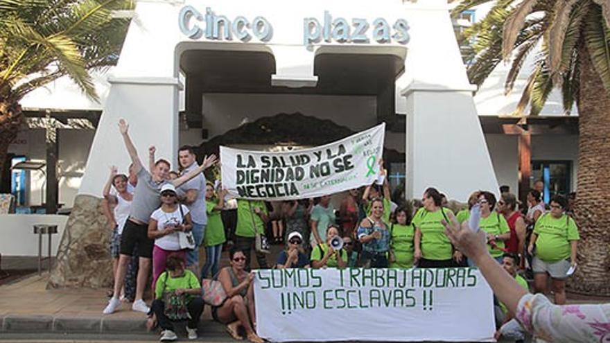 Protesta de Las Kellys frente al hotel Nordhotel Cinco Plazas de Puerto del Carmen