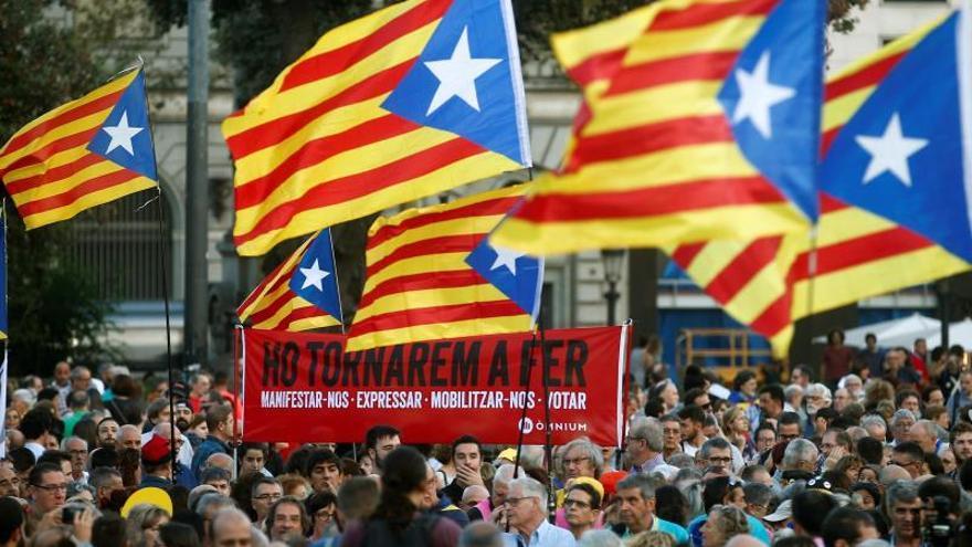 Manifestación en Barcelona en una jornada de movilizaciones por toda Cataluña con motivo del segundo aniversario del 1-O.