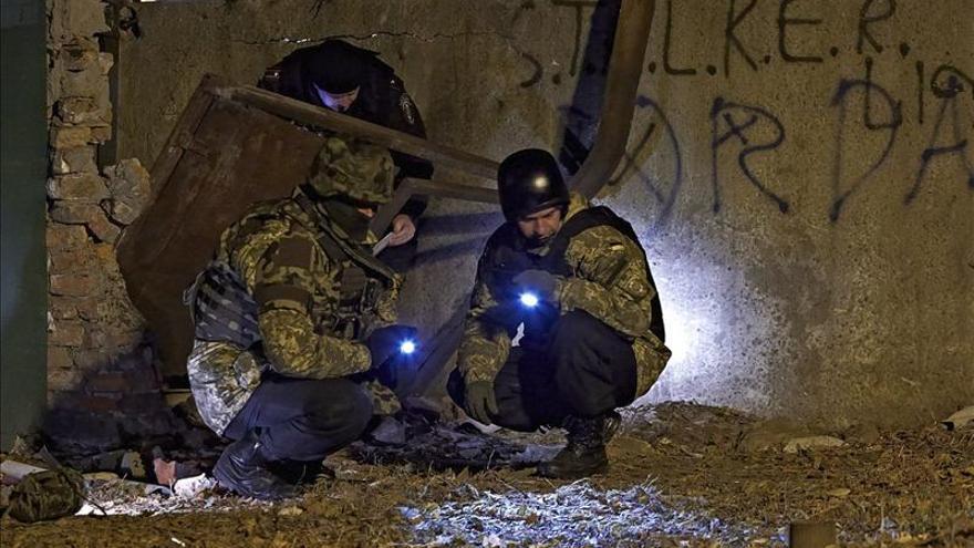 Dos muertos al impactar un proyectil de artillería en un autobús en Donetsk