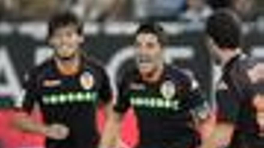 El Valencia vuelve a la zona 'Champions' al tomar Almería
