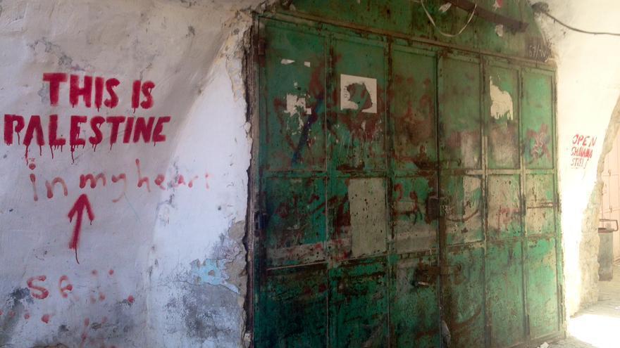 """Pintada en la ciudad vieja de Hebrón: """"This is Palestine in my heart"""" / Olga Rodríguez"""