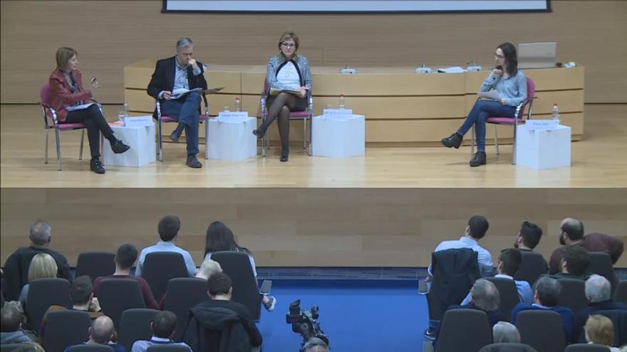 Mavi Mestre, Vicent Martínez y Maria Antonia García Benau responden a la Asamblea de Estudiantes de la UV