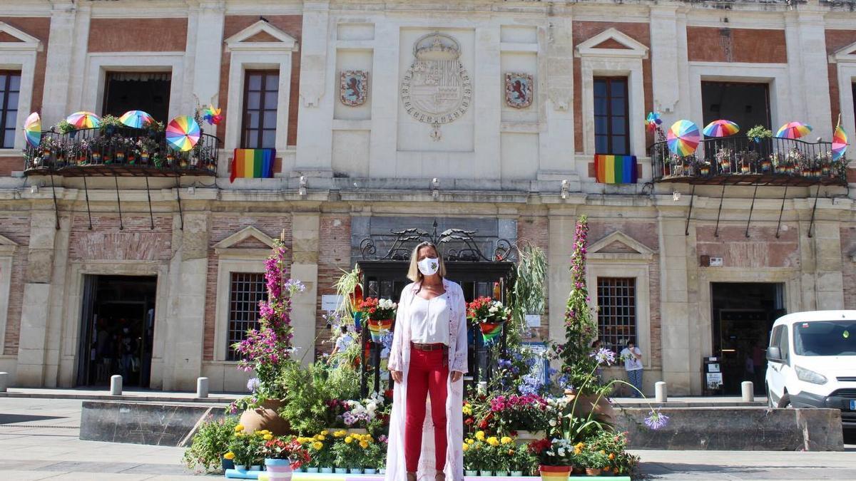 Isabel Albás, ante el mercado de La Corredera
