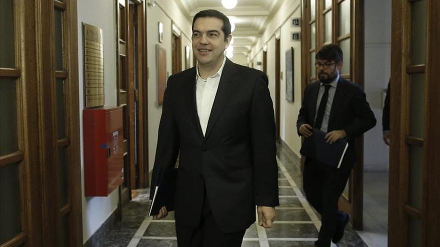 Tsipras fuerza la dimisión de su exportavoz del Gobierno como diputado por su disidencia
