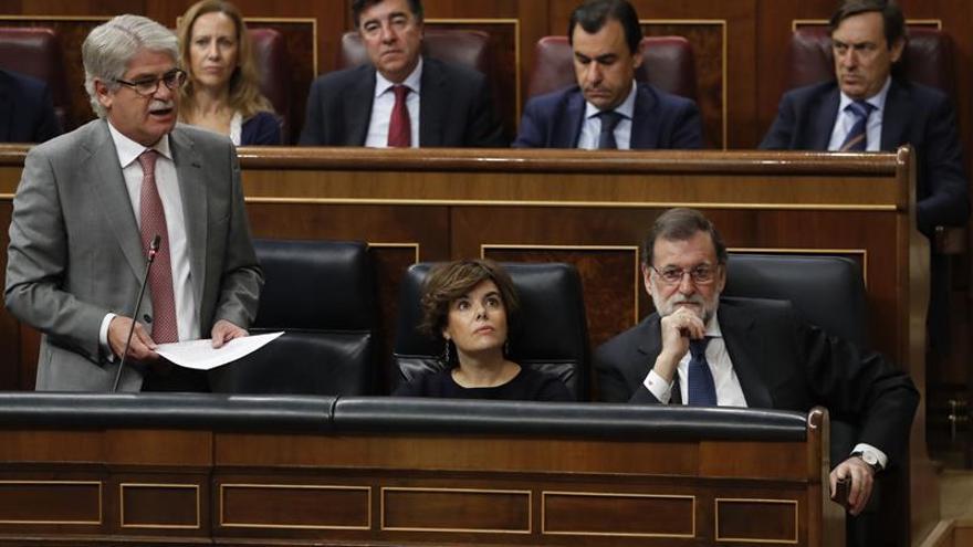 El Congreso reprueba a Dastis por sus palabras sobre la educación en Cataluña