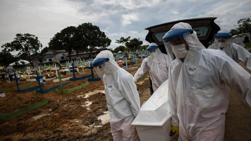 Brasil registra más 2.000 muertes por covid por cuarto día consecutivo