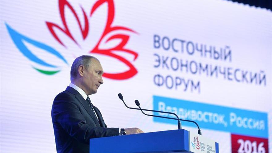 """Putin: Moscú y Seúl no aceptarán el """"estatus nuclear"""" de Corea del Norte"""