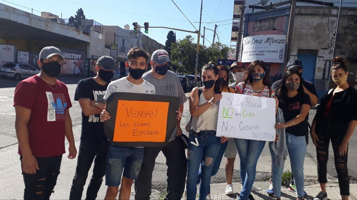 Vecinos del barrio Pueyrredón reclaman por la inseguridad en Córdoba y aseguran que están armados.