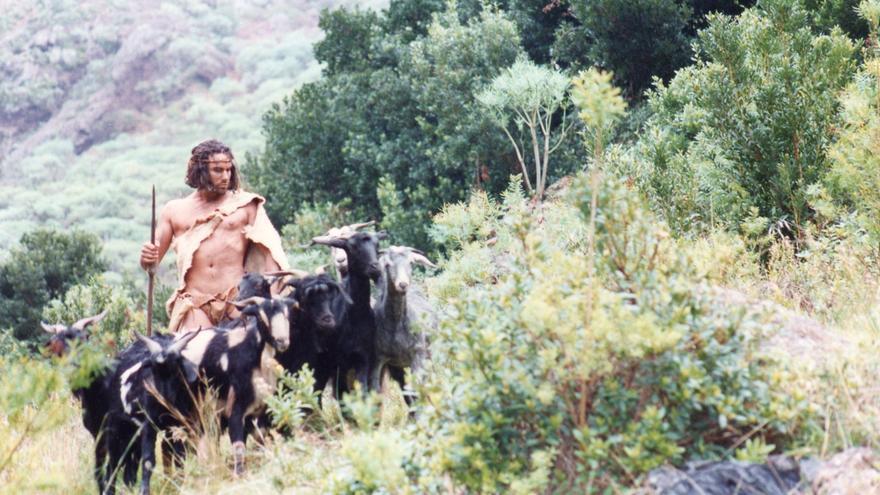 Recreación de un guanche pastoreando