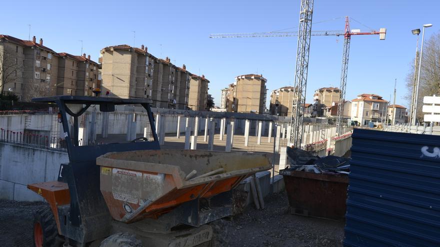 La empresa adjudicataria ha retomado las obras pero a un ritmo reposado.