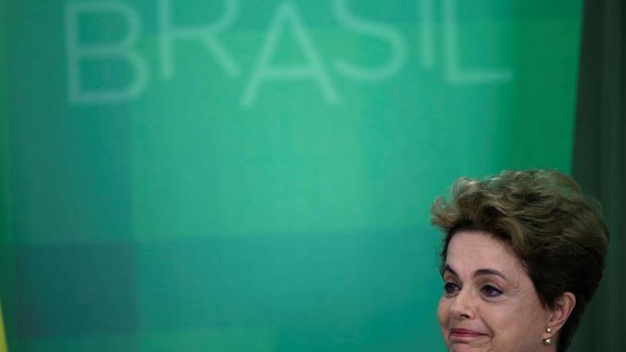 "Rousseff se dice ""triste"" pero dispuesta a defender su mandato de ""un golpe"""