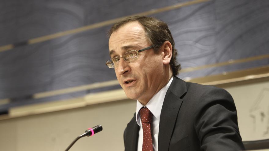 """Alonso (PP) dice que la reunión entre Rajoy y Urkullu se producirá sin que """"la condicionen los últimos acontecimientos"""""""