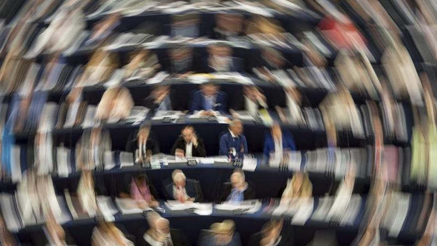 La CE actúa contra la moneda virtual y las tarjetas prepago en la lucha contra el terrorismo