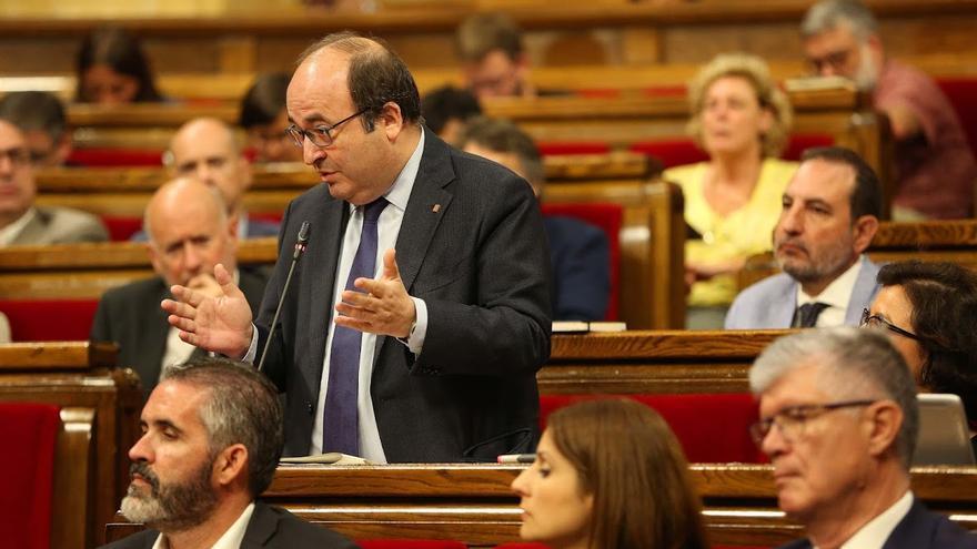 El líder del PSC, Miquel Iceta, durante una intervención en el Parlament
