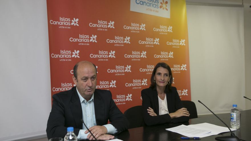 El director general de Deportes, José Francisco Pérez y la consejera autonómica de Turismo, Cultura y Deportes, María Teresa Lorenzo.