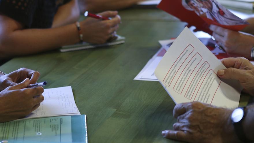 Padres y madres acuden al taller de empleabilidad (Romina Peñate/ AEA)