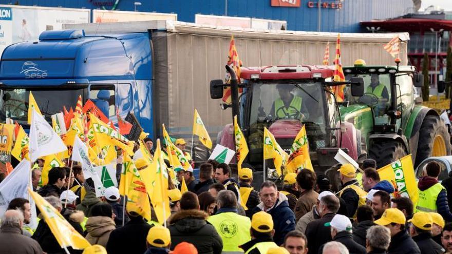 """Lambán comprende las protestas de los agricultores por sus rentas """"insuficientes"""""""